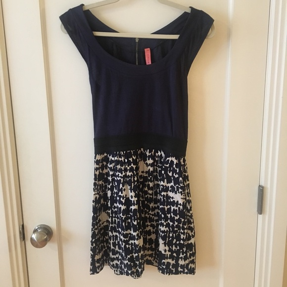 Eight Sixty Dresses & Skirts - Eight Sixty size xs navy, white and black dress
